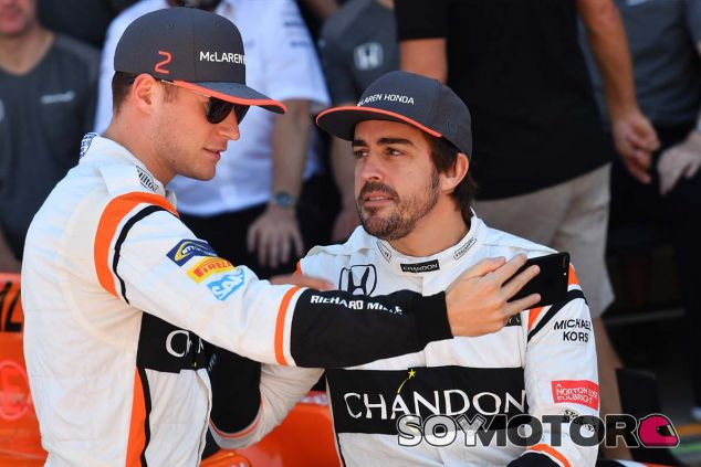 Stoffel Vandoorne y Fernando Alonso en Brasil - SoyMotor.com