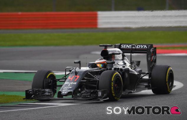 Stoffel Vandoorne en los test de Silverstone - SoyMotor
