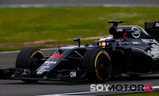 Vandoorne, durante unos test en Silverstone esta temporada - LaF1