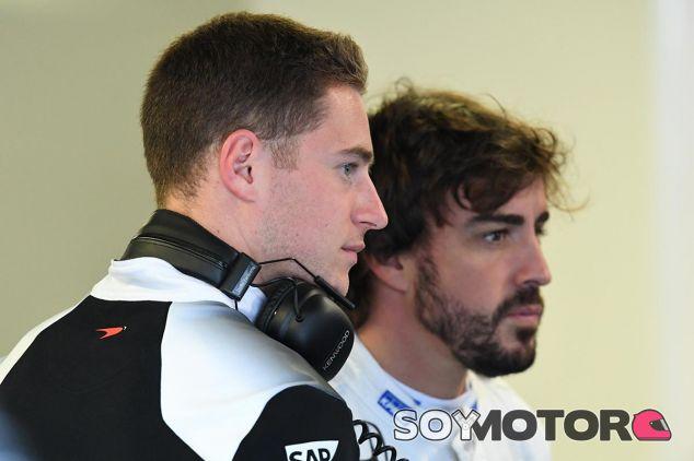 Stoffel Vandoorne y Fernando Alonso en una imagen de archivo de 2016 - SoyMotor