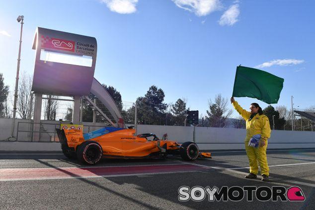 Stoffel Vandoorne con el MCL33 durante la pretemporada 2018 en Barcelona - SoyMotor.com