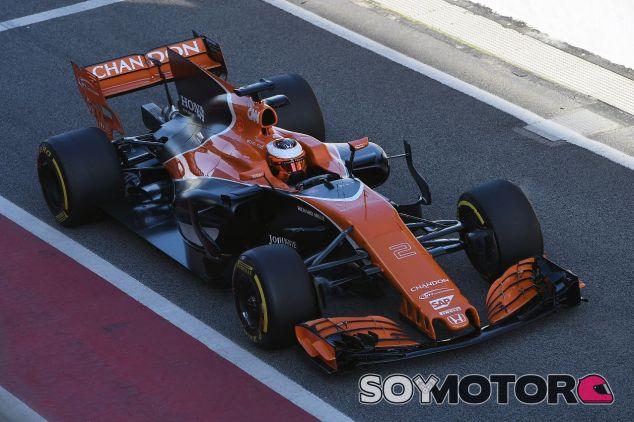 Stoffel Vandoorne en el 'filming day' de McLaren en Barcelona - SoyMotor.com