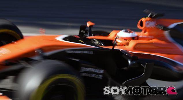 McLaren protagoniza un filming day en Barcelona - SoyMotor.com