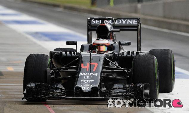 Stoffel Vandoorne en los test de mitad de 2016 - SoyMotor