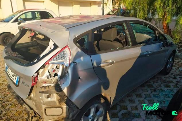 Un runner destroza el coche de su vecina cuando le increpaba desde el balcón - SoyMotor.com