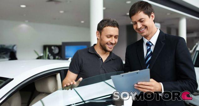 La OCU denuncia la poca claridad sobre la compra de coches a plazos - SoyMotor.com
