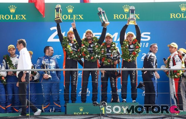 Roman Rusinov, Andrea Pizzitola y Jean-Eric Vergne en el podio de Le Mans - SoyMotor.com