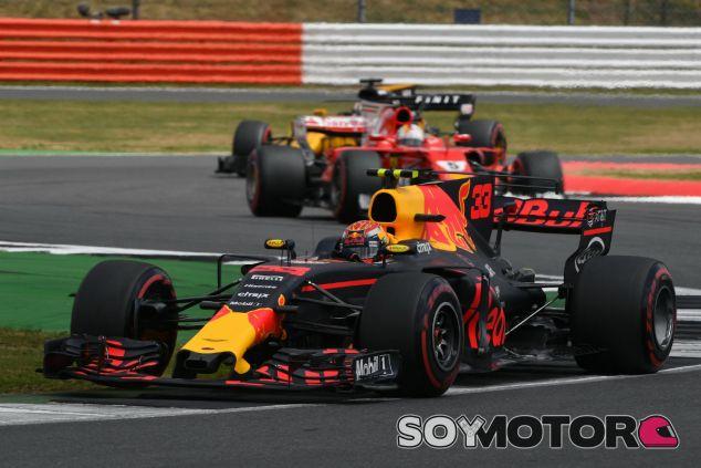 Max Verstappen durante la carrera en el GP de Gran Bretaña - SoyMotor.com