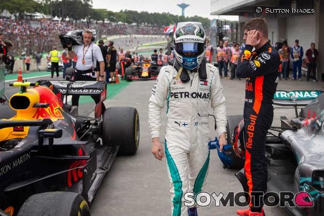 Valtteri Bottas y Max Verstappen en el GP de Brasil - SoyMotor