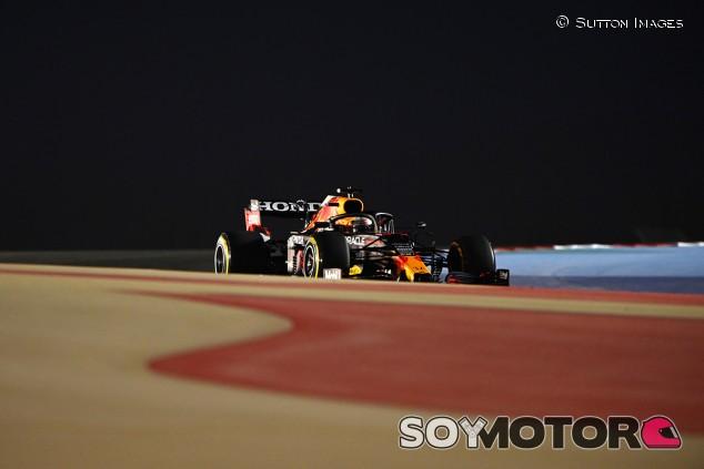 Verstappen sigue al frente en los Libres 2 de Baréin; Sainz cuarto - SoyMotor.com