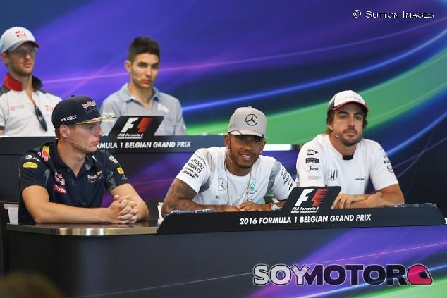 """Verstappen coloca a Alonso por delante de Hamilton: """"Podría tener ocho títulos"""" - SoyMotor.com"""