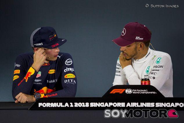 Max Verstappen y Lewis Hamilton en Marina Bay - SoyMotor