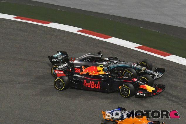 Max Verstappen y Lewis Hamilton en Baréin - SoyMotor.com