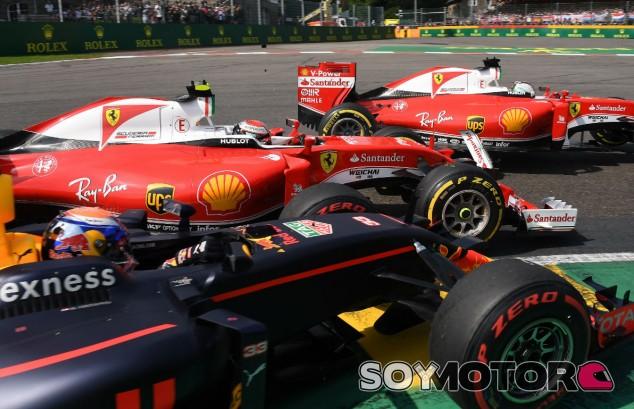 Verstappen, Räikkönen y Vettel durante la primera curva en Spa 2016 - SoyMotor
