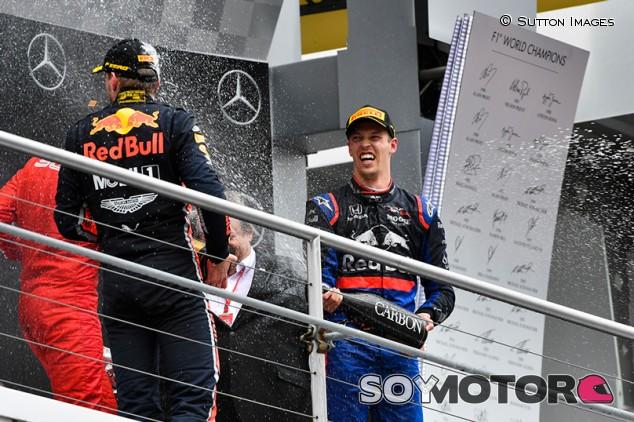 """Horner bromea sobre Kvyat y su podio: """"¡Debería tener más hijos!"""" - SoyMotor.com"""