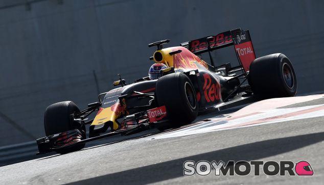 Verstappen durante los test con Pirelli - LaF1