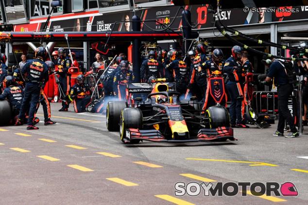 """Villeneuve: """"Vestappen fue perfecto, pero lo de Red Bull fue peligroso"""""""
