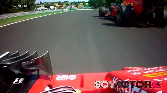 Kimi Räikkönen persigue a Max Verstappen en Hungría - laF1
