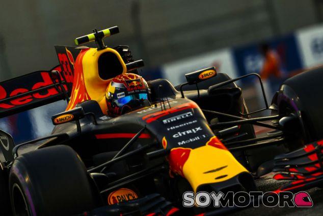 Max Verstappen durante un GP en 2018 - SoyMotor.com