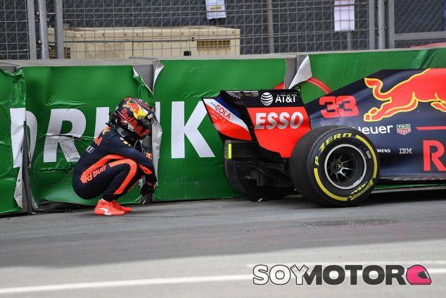 Max Verstappen tiene un accidente en los Libres 1 de Azerbaiyán - SoyMotor