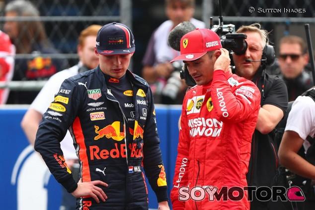 Max Verstappen y Charles Leclerc tras la clasificación del GP de México F1 2019 - SoyMotor.com