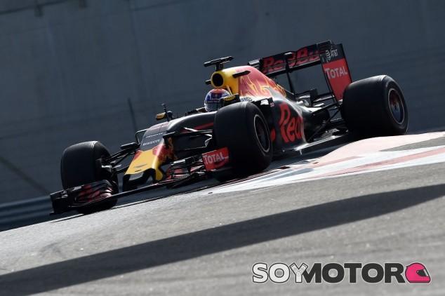 Verstappen en los test de Pirelli con gomas de 2017 - SoyMotor