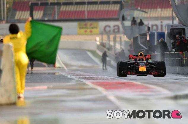 Max Verstappen, con el RB13 en Barcelona - SoyMotor.com