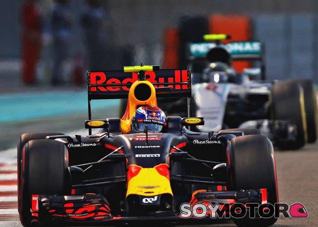 Verstappen delante de Rosberg en Yas Marina - LaF1