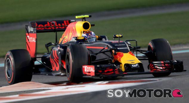 Verstappen durante la carrera en Abu Dabi - LaF1