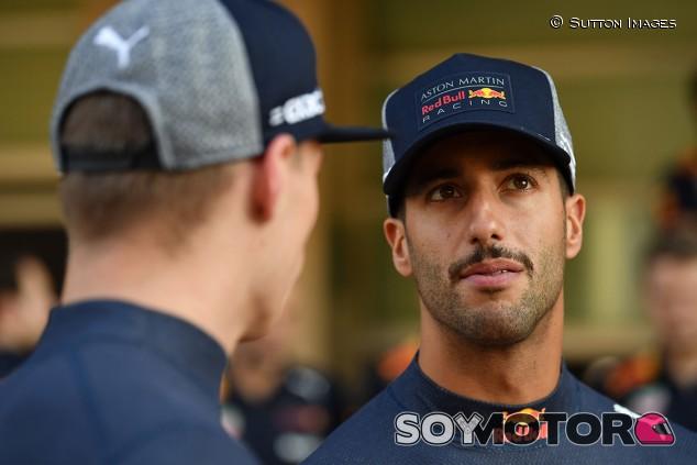 Max Verstappen y Daniel Ricciardo en Yas Marina - SoyMotor.com