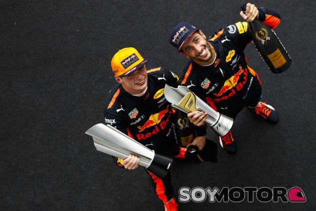 Versatppen y Ricciardo tras el GP de Malasia 2017 - SoyMotor.com