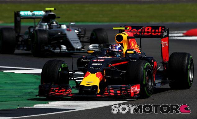 Max Verstappen en Silverstone por delante de Nico Rosberg - LaF1