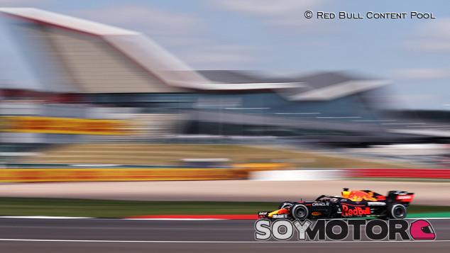 Verstappen, más de siete décimas al resto en los Libres 1 de Gran Bretaña - SoyMotor.com