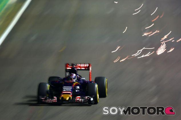 Principio accidentado y final con polémica, la carrera de Verstappen en Singapur - LaF1