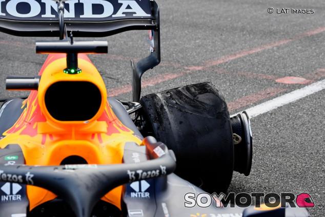 Los neumáticos de Verstappen tenían la presión demasiado baja en Bakú, según Pirelli - SoyMotor.com