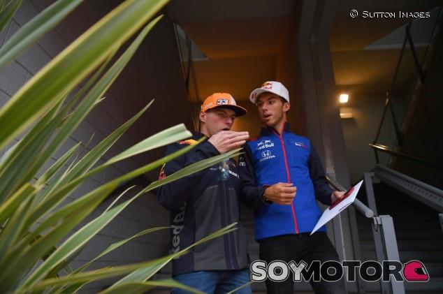 Max Verstappen (izq.) y Pierre Gasly (der.) – SoyMotor.com