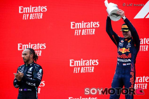 """Horner: """"No entiendo por qué Mercedes no paró a Hamilton una vuelta antes"""" - SoyMotor.com"""