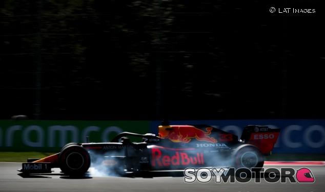 """Verstappen tira la toalla por el Mundial: """"El coche no es lo suficientemente bueno"""" - SoyMotor.com"""