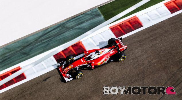 Vettel durante los libres en Abu Dabi - LaF1