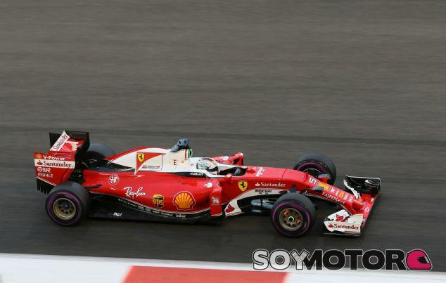 Vettel durante el último GP de la temporada en Abu Dabi - SoyMotor