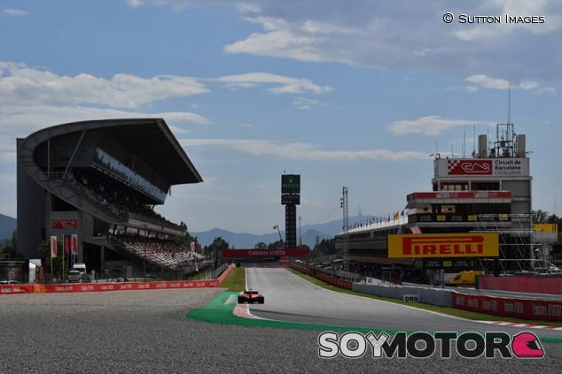 Vettel y Albon prueban para Pirelli en Barcelona - SoyMotor.com