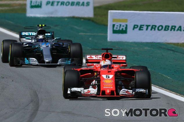 Sebastian Vettel, por delante de Valtteri Bottas - SoyMotor.com