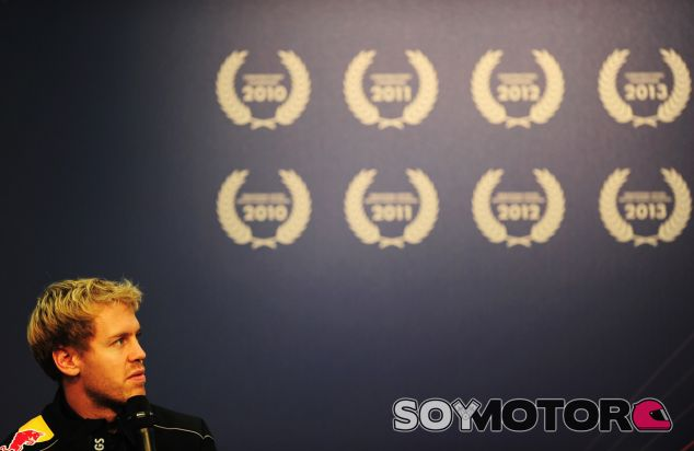 Sebastian Vettel ayer en Milton Keynes durante la celebración del tetracampeonato