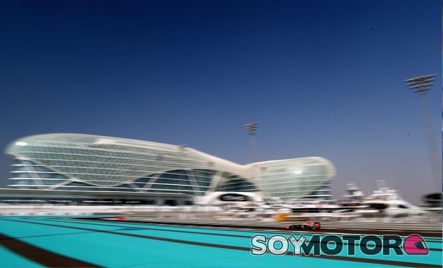 Sebastian Vettel rueda en el Yas Marina de Abu Dabi - LaF1