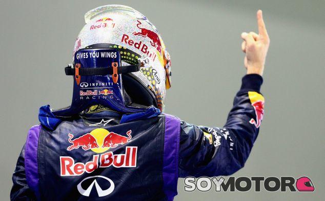 Sebastian Vettel celebra la victoria en Singapur - LaF1