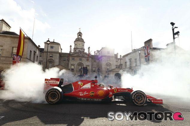 Vettel durante el F1 Live London - SoyMotor.com