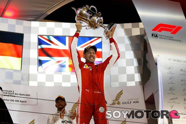 Sebastian Vettel en el podio de Baréin - SoyMotor
