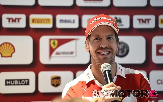 Sebastian Vettel durante su rueda de prensa en Abu Dabi - LaF1