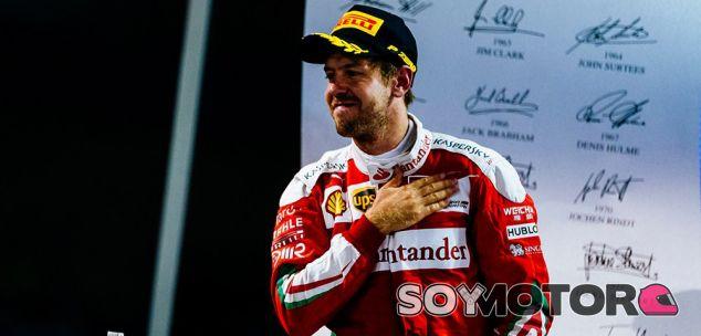 Vettel en el podio de Abu Dabi - LaF1
