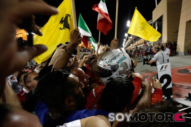 Sebastian Vettel celebra su victoria en Baréin - SoyMotor
